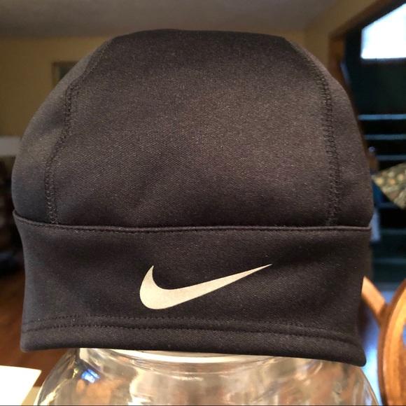 Nike black hat with ponytail opening